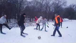 Футбол в ластах на снегу