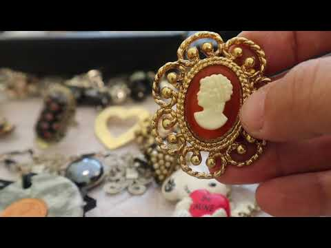 LOOKING FOR HIDDEN TREASURES IN 30 LARGE BAGS OF VINTAGE JEWELRY PART 1