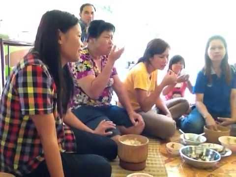 En ægte Thai kultur middag i det lokale tempel  14 April.