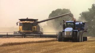New Holland T9.450 4wd on Grain Cart Duty with a J&M 1401 Grain Storm