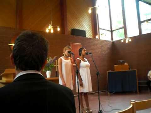Amie & Lovisa sings av längtan till dig