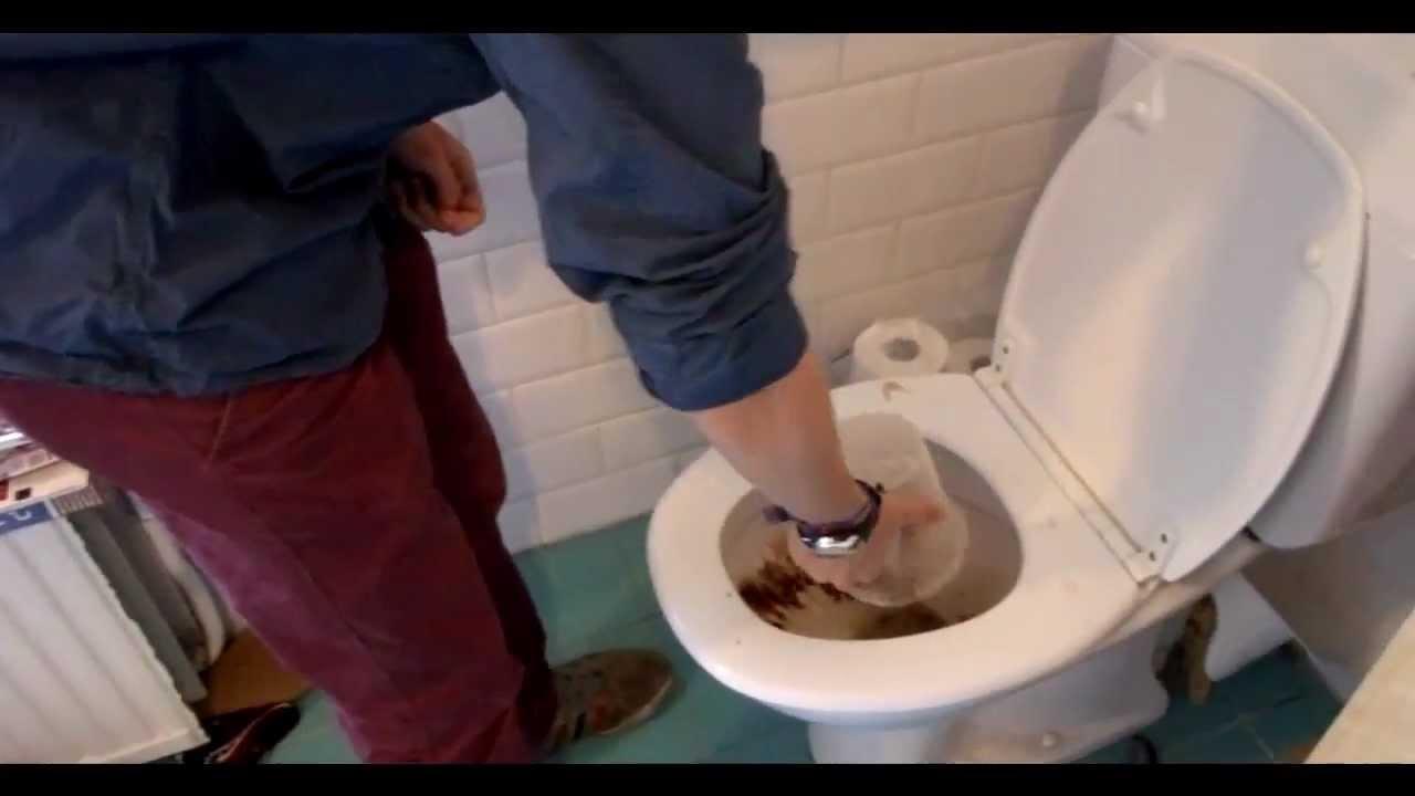 La toilette est bouche  YouTube