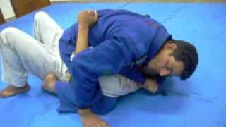 Jiu-Jitsu com Professor Léo Video Aula N°9 Finalização com lapela partido da Montada (9).AVI