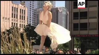 Giant statue of Marilyn Monroe erected in Chicago