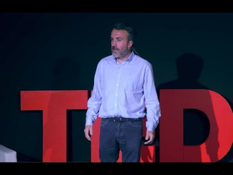 El Lado Oscuro de las Redes Sociales | Carlos Fernández Guerra | TEDxUComillas