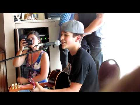 Austin Mahone singing Say Somethin'