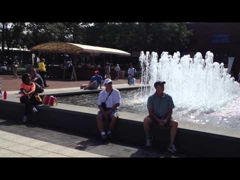 La piazzetta del Billie Jean King National Tennis Center