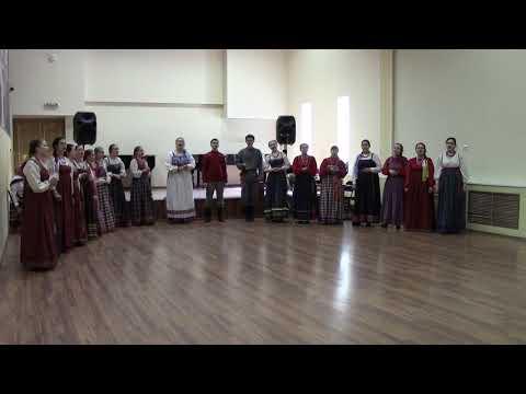 Ансамбль народной песни Северная радуга -- Над Россией лебеди...