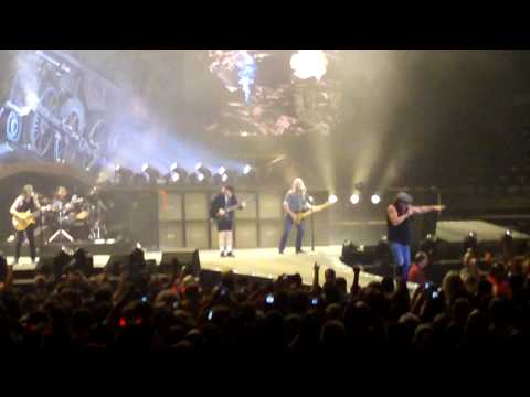 AC/DC - Live At The The Palace Of Auburn Hills 08/16/09 - Intro/Rock and Roll Train (HighDef)