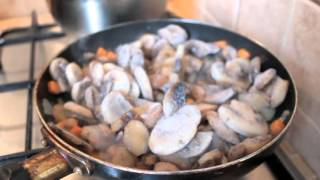 Бюджетная готовка( грибной супчик с домашней лапшой)