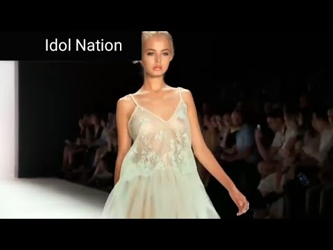 Bigo live tiktok No bra Fashion show runway