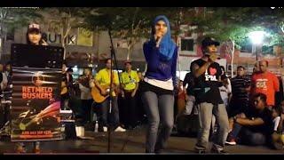Goyang Nasi Padang - Lara  Feat RETMELO Cover Duo Anggrek - memang mantap .Asyikk #senimanjalanan