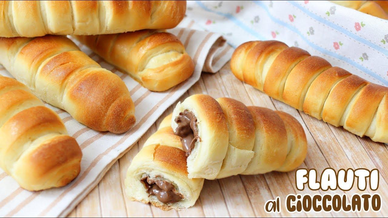 FLAUTI SOFFICISSIMI AL CIOCCOLATO - Ricetta Facile - Brioches con Cuore di Cioccolato