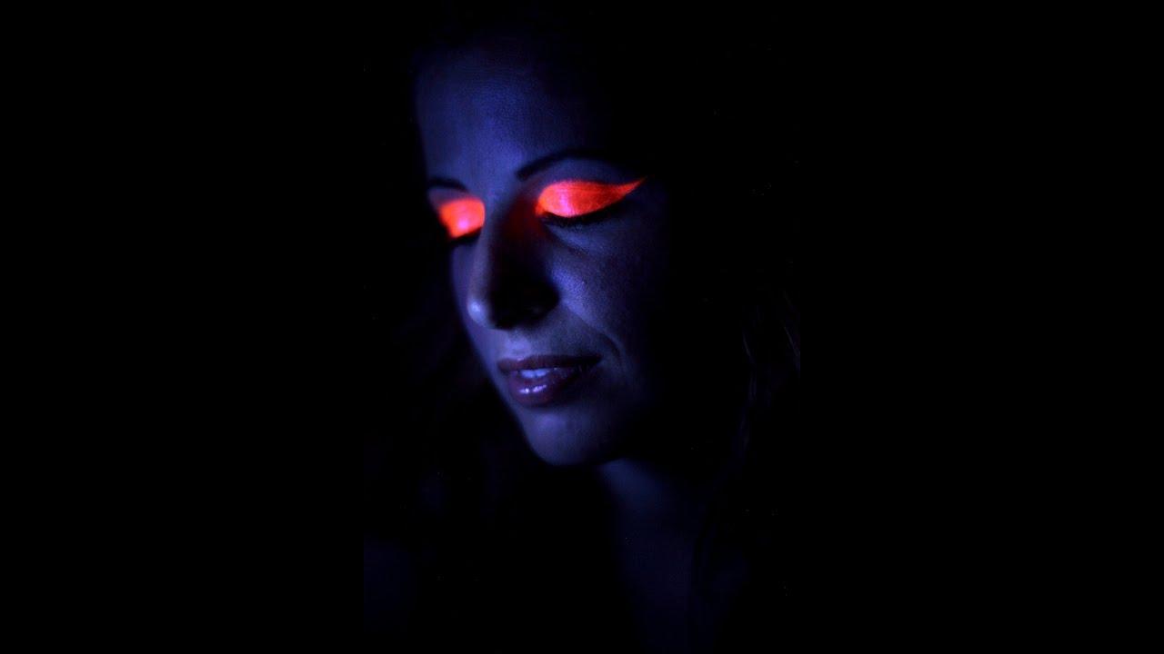 Makeup Glow in the Dark