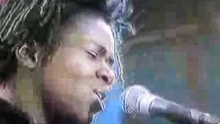 Tracy Chapman - Born To Fight (Live 1990)