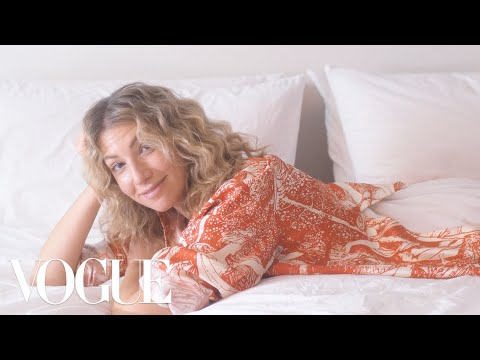 Actress Ari Graynor Found Love in the Most Unexpected Place  Sad Hot Girls  Vogue