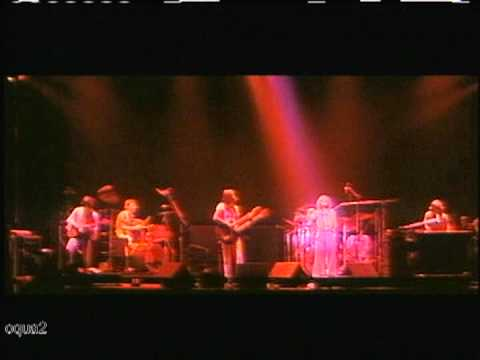 Genesis - In Concert 1976 - Fly On A Windshield / Carpet Crawlers