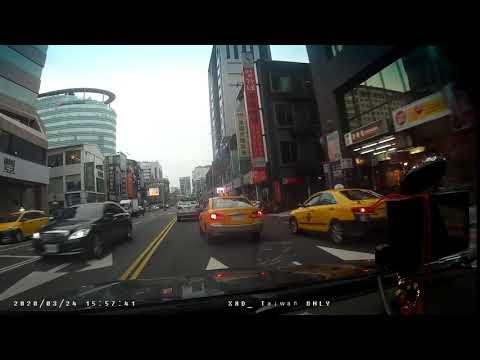 計程車227-MS號變換車道未依規定使用方向燈