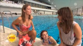 Carlotta Truman schwimmt in ihrer Mermaid Kat Meerjungfrauenflosse