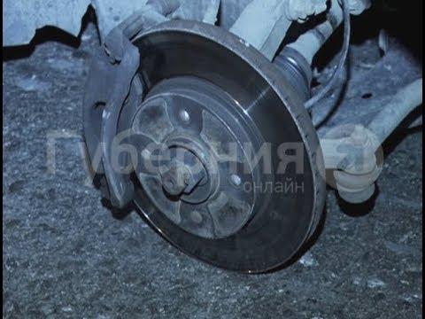 Водитель малолитражки лишился колеса на дороге в Хабаровске.
