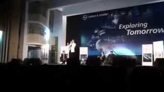 """Kumar Vishwas Amazing Shayari and  Poem in college  """"Mera apna tajurba hai"""""""