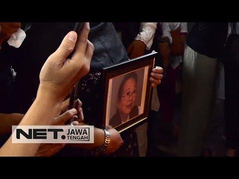 Duka Kerabat dan Penggemar Selimuti Proses Kremasi NH Dini - NET JATENG Mp3
