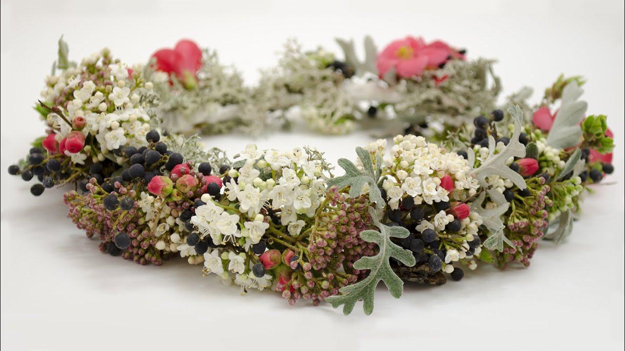 Купить красный венок ярко-красный, венок из цветов, венок на голову, венок с цветами. Свадебные прически с живыми цветами прическа невесты.