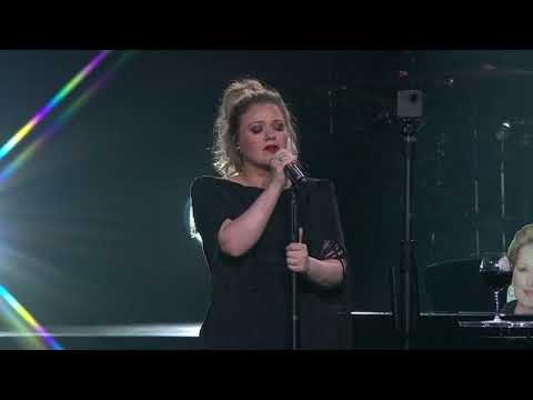 Kelly Clarkson - Dancing On My Own (Robyn Cover) [Live in Dallas, TX]