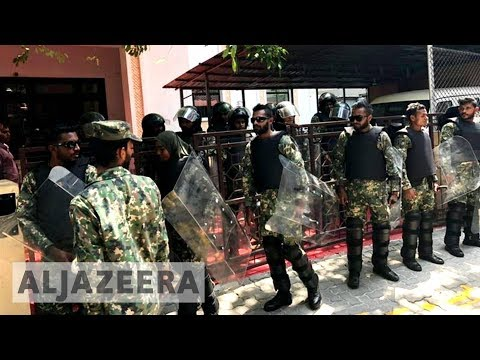 🇲🇻 Maldives army seals off parliament, arrests MPs