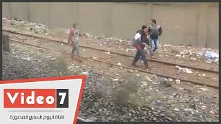 بالفيديو.. انقطاع الشبكة الكهربائية يشل حركة المترو بمحطة