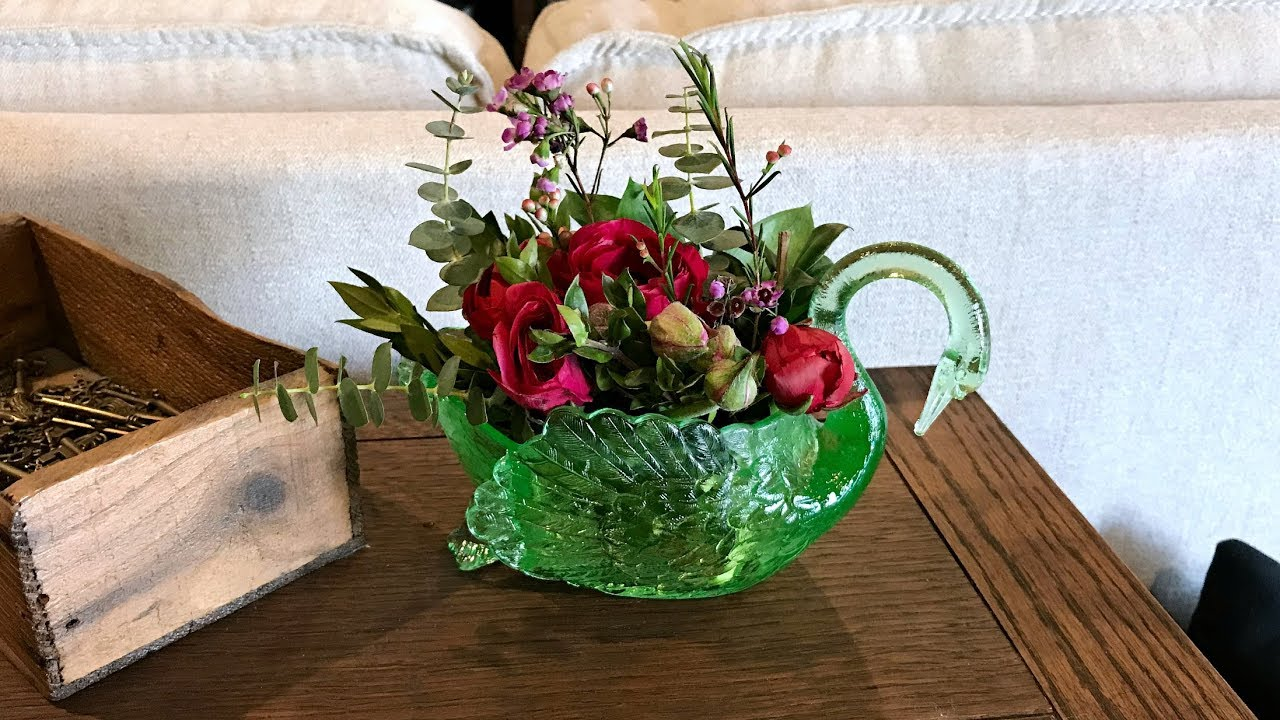 How To Make A Small Floral Arrangement Table Centerpiece