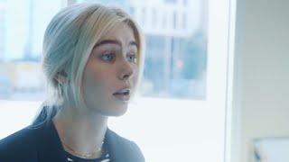 Amalie Snøløs debuterer som skuespiller i Herman Tømmeraas sin serie