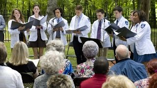 Vocalis | First-Year Medical Students Honor Anatomical Donors with Song