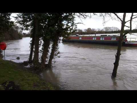 Nags Head Island Flooding Abingdon Xmas Day 2012 - River Thames