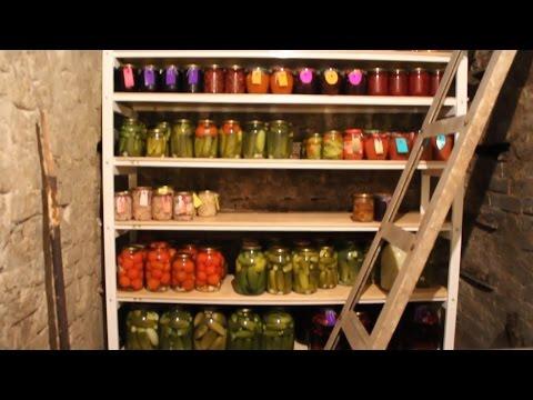 Стеллаж в погреб для хранения продуктов.