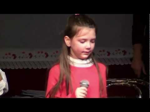 Djevojčica plače i pjeva sevdalinku