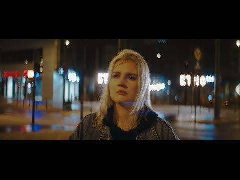 Смотреть клип Tricky Ft. Marta - Makes Me Wonder
