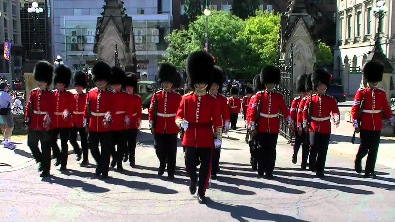The governor general s foot guards - Governor Generals Foot Guard Enter Parliament Hill