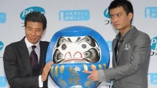 俳優、舘ひろし(60)が15日、東京・大手町のメトロスクエアで行わ...