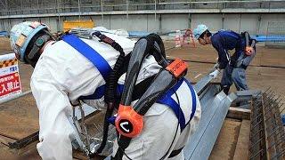 ロボットスーツ、建設現場で装着 導入実験で「楽しい」