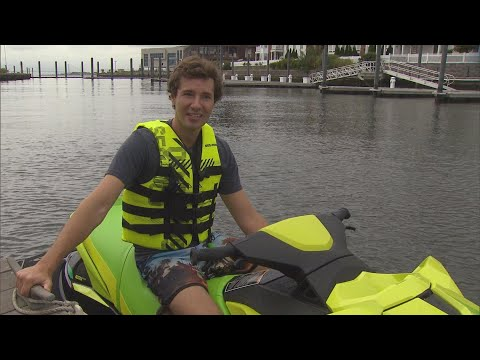 Genius Uses Jet Ski to Commute to Work