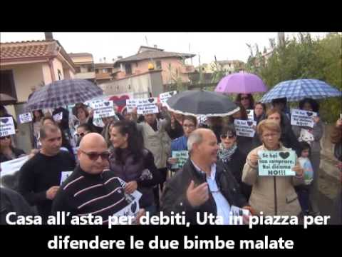 Casa allasta per debiti Uta in piazza per difendere le due bimbe malate  YouTube