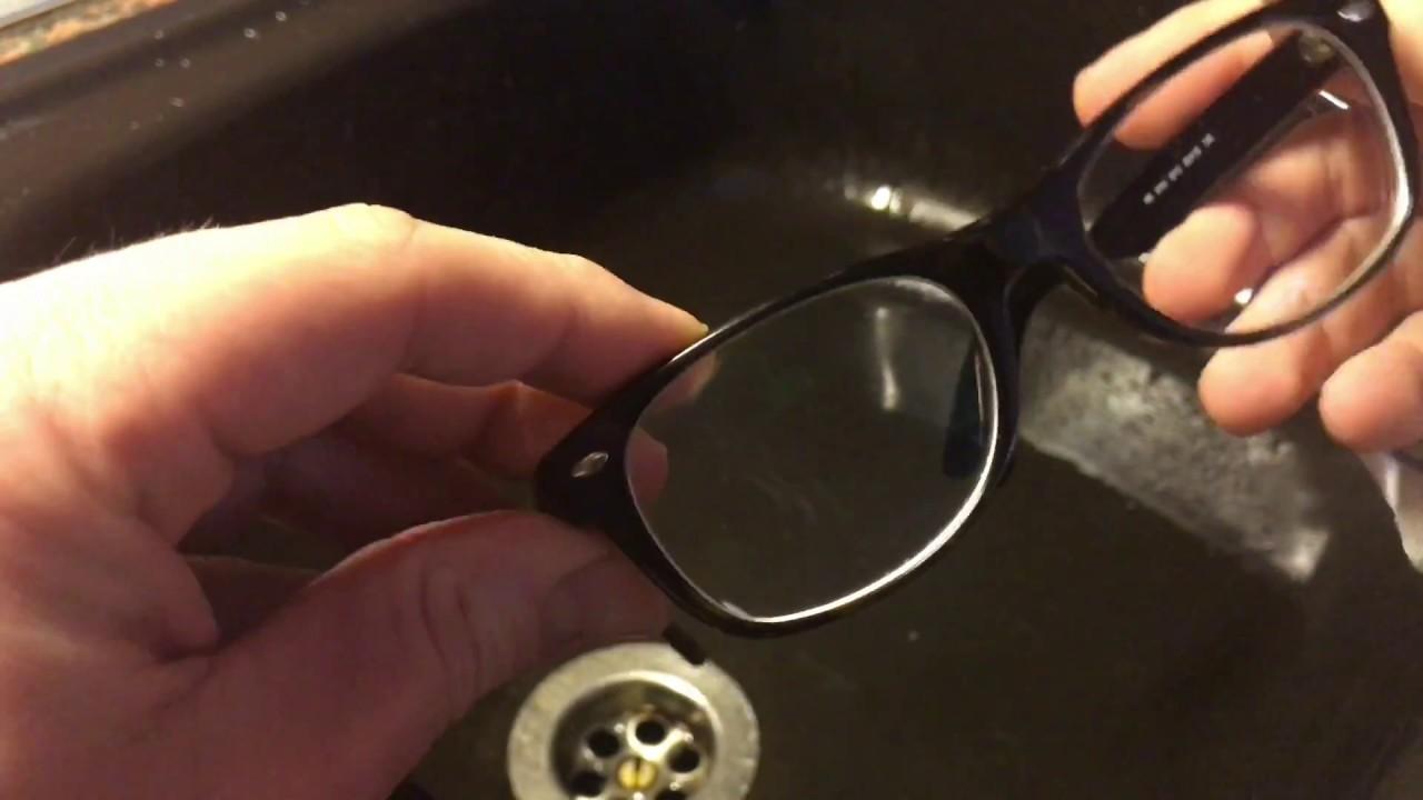 brille reinigen mit sp lmittel und wasser brillen putzen. Black Bedroom Furniture Sets. Home Design Ideas