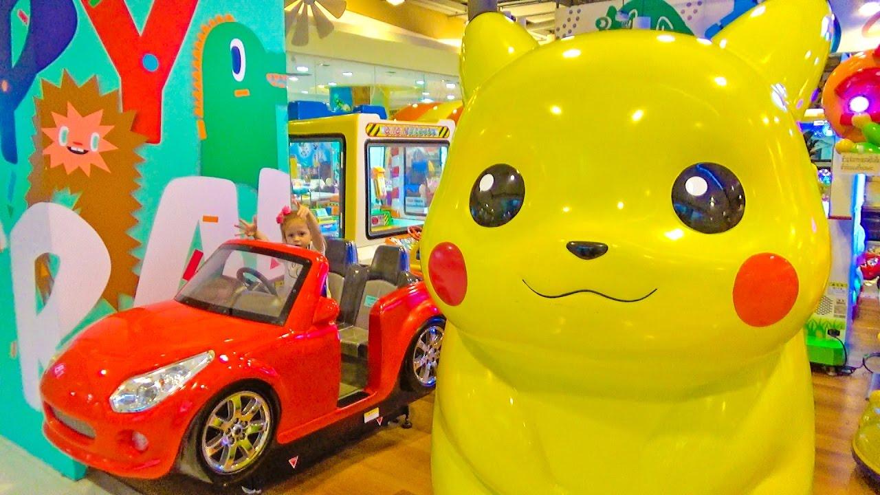Безумный Шоппинг ЗА 10 МИНУТ очень много конфет Свинка Пеппа Играем на детской площадке с Покемоном