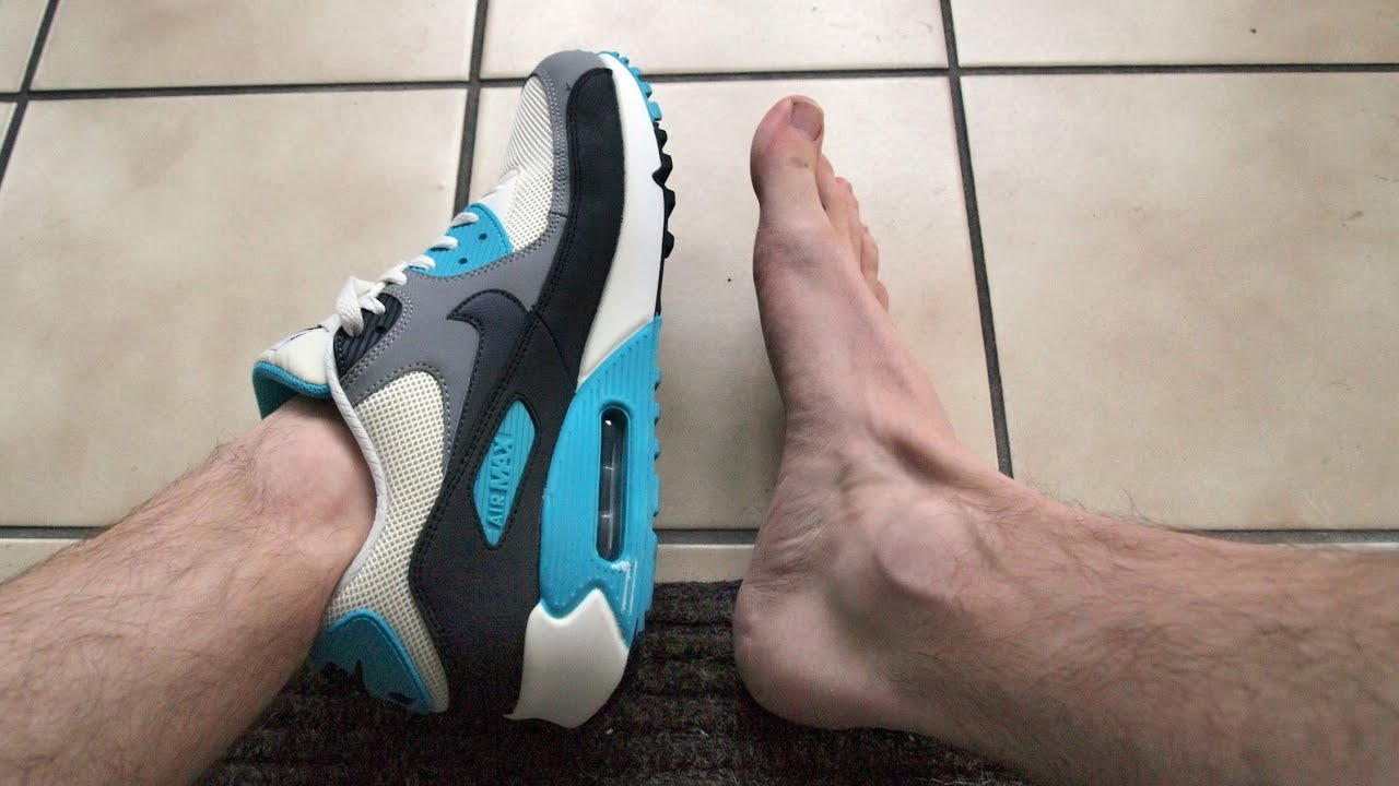 With Vs Without Socks Nike Air Max 90 Essential Youtube