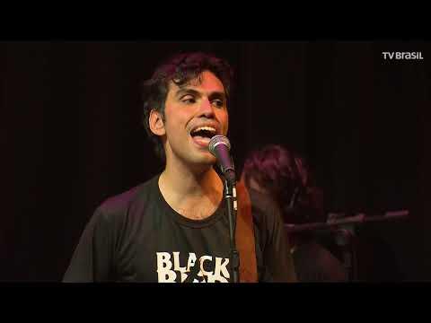 """Black Bird Band faz cover de """"She Loves You"""""""