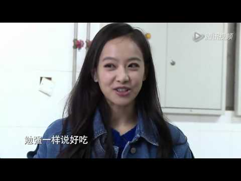 F(x) Victoria - cooking rice cake cut (eng sub)