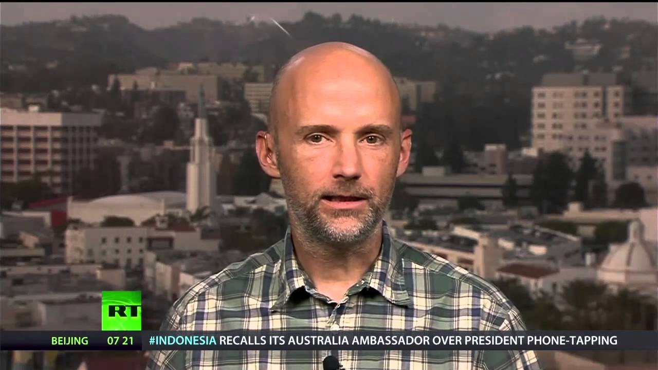 Moby Breaks the Set on Piracy, Music Therapy, and Animal Cruelty