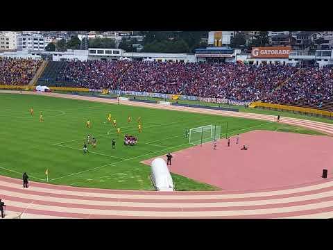 Gol del Deportivo Quito, canta mafia azul grana.