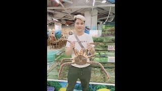 Gambar cover Lần Đầu Ăn Cua Hoàng đế ( King Crab và Tôm ALASKA ) Gần 20tr Của Cow TV